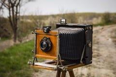 gammal kamera för stort format arkivfoto