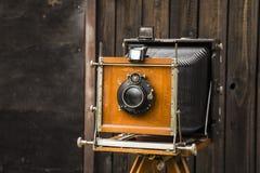 gammal kamera för stort format arkivbild
