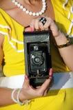 Gammal kamera som är retro, closeup royaltyfria foton