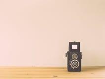 Gammal kamera som retuscherar tappning Arkivbilder