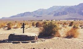 Gammal kaminrör väl i den Death Valley nationalparken Fotografering för Bildbyråer