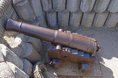 gammal kanon Arkivbilder