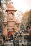Gammal kanon framme av det Lahore museet Arkivfoton