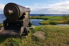 Gammal kanon i det Kalmar slottet Arkivbild