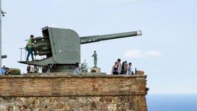 Gammal kanon på den Montjuïc slotten i Barcelona i Spanien Arkivfoto
