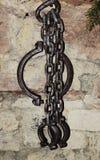 Gammal kedja på slotten Zumelle, i Belluno, Italien Arkivbild