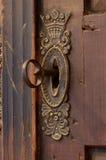 Gammal keyhole med nyckel- arkivfoton