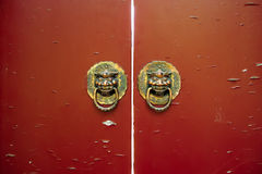 Gammal kinesisk dörr Royaltyfria Bilder