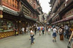 Gammal kinesisk gata i Shanghai, Kina Royaltyfri Fotografi