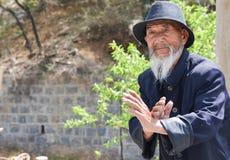 Gammal kinesisk man Kung Fu Demonstration 3 fotografering för bildbyråer