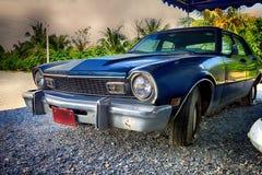 Gammal klassisk amerikansk bil Ford Maverick Arkivfoto