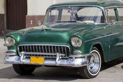 Gammal klassisk bil i Kuba Royaltyfri Foto