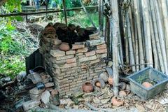 Gammal klin för avfyrade lerakrukor Royaltyfri Bild