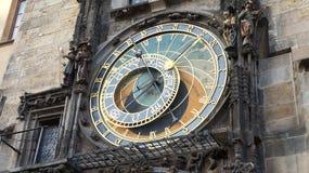 Gammal klocka i Prague Royaltyfri Bild