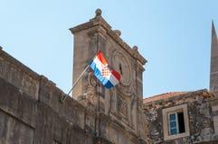 Gammal klocka och kroatisk flagga. Fotografering för Bildbyråer