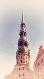 Gammal klocka på Sts Peter kyrkliga torn, Riga, Lettland Royaltyfria Foton