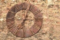 Gammal klocka som tas bort från den Zagreb domkyrkan, Zagreb, Kroatien Arkivfoton