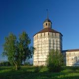 Gammal kloster i Kirillov Arkivbilder