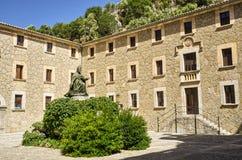 Gammal kloster i Mallorca Arkivbilder