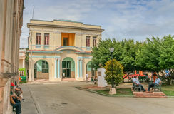 Gammal kolonial byggnad i den historiska mitten av Baracoa Arkivfoton