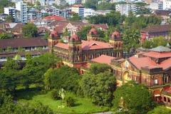 Gammal kolonial byggnad i Yangon, Myanmar. arkivfoto