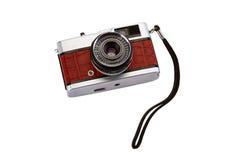 Gammal kompakt filmfotokamera med isolaten för krokodilhudfullföljande Arkivfoto