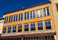 Gammal kontorsbyggnadfasad Fotografering för Bildbyråer