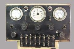 Gammal kontrollbord med ventiler och mått Royaltyfria Bilder