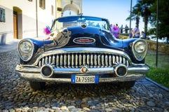 Gammal konvertibel amerikansk bil moder två för färgdotterbild Royaltyfri Fotografi