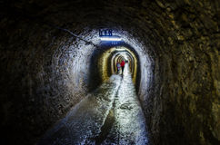 Gammal korridor i den salta minen Turda, Cluj, Rumänien Royaltyfri Bild