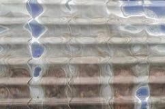 Gammal korrugerad metallbeläggning för byggnader Royaltyfria Foton