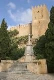 Gammal kors och slott i Arta Royaltyfri Foto