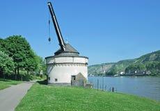 Gammal kran, Andernach, Rhine River, Tyskland Arkivbilder