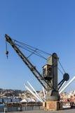 Gammal kran i Porto Antico og Genoa, Italien Royaltyfria Foton