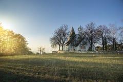 Gammal kristen kyrka på kullen i morgonen royaltyfria bilder