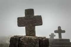 Gammal kristen kyrkogård i Meghalaya, nordostliga Indien royaltyfri fotografi