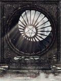 Gammal krypta med ett utsmyckat fönster stock illustrationer