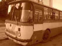 Gammal kubansk buss royaltyfria bilder