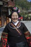 Gammal kvinna för kinesisk Miao nationality royaltyfri fotografi