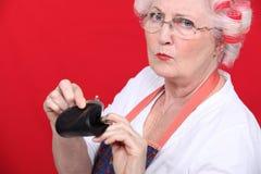Gammal kvinna med en handväska arkivfoto