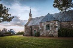 Gammal kyrka i Bretagne, Frankrike Arkivbilder