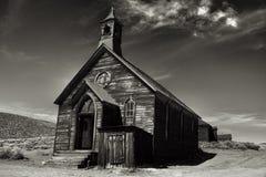 Gammal kyrka i den historiska spökstaden Bodie California Fotografering för Bildbyråer