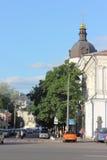 Gammal kyrka i den historiska staden arkivfoto