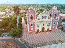 Gammal kyrka i den Leon staden arkivfoton