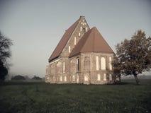 Gammal kyrka i höst Royaltyfria Foton