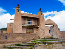 Gammal kyrka i historiskt område av Las Trampas Royaltyfri Bild