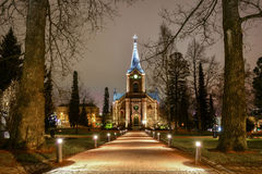 Gammal kyrka i parkera arkivfoto