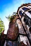 Gammal kyrka i perspektiv Arkivbild