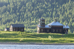 Gammal kyrka i Ryssland Flod Lena Arkivbild