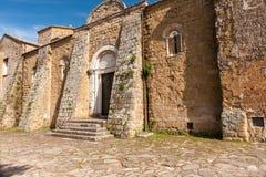 Gammal kyrka i Sovana, Tuscany Arkivbild